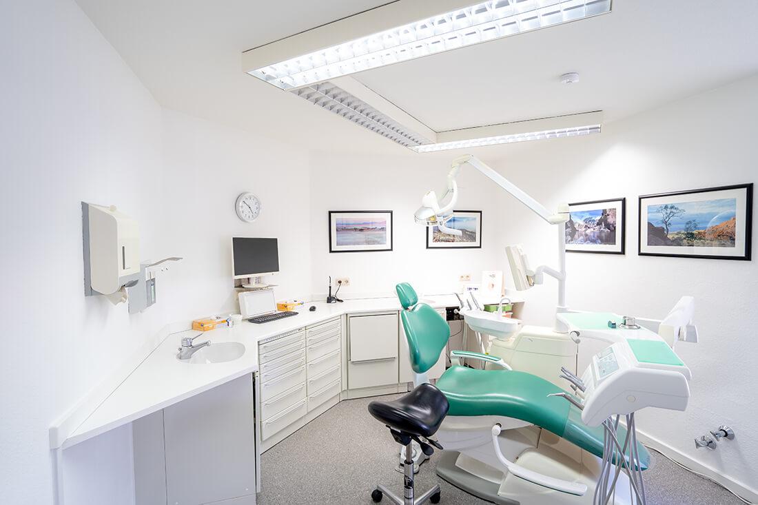 Zahnärztinnen Duisburg-Nord - Kuchenbecker-Bohnen, Mai Dinh - ein Behandlungszimmer unserer Praxis